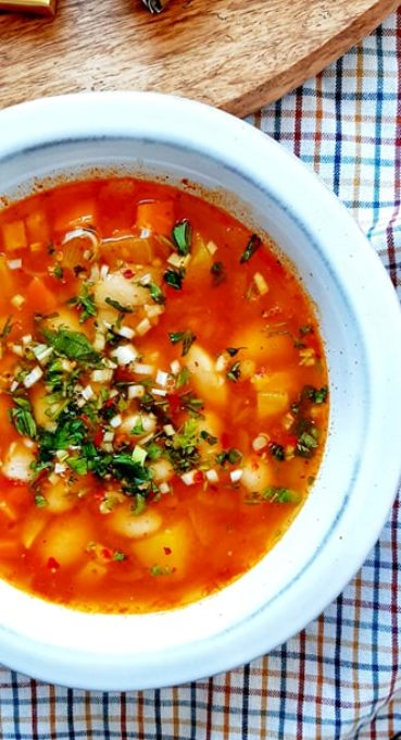 Supa de fasole cu legume si turmeric
