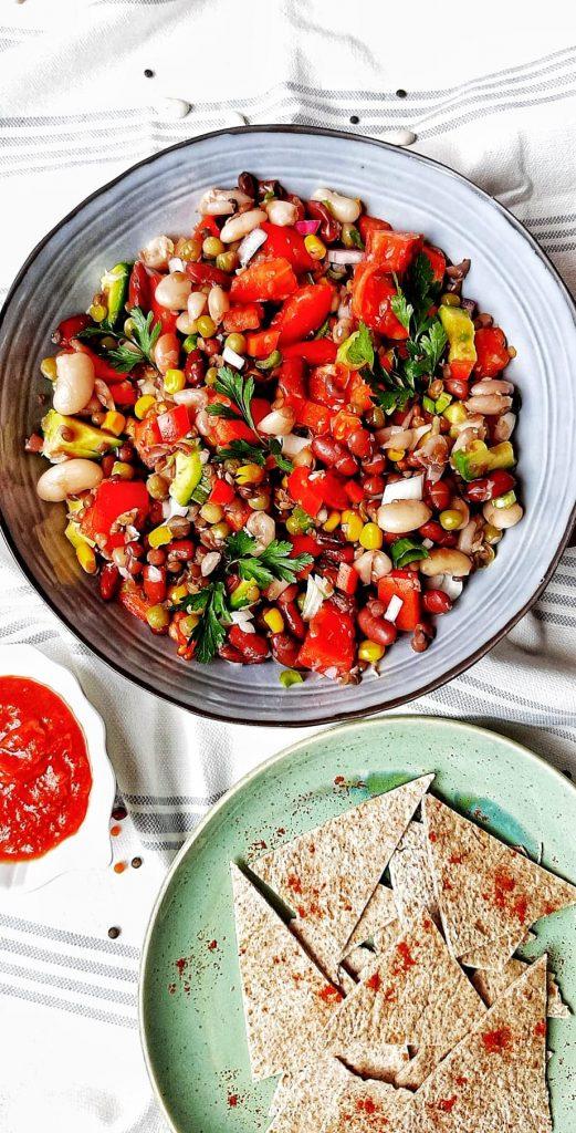 salata mexicana cu mix de leguminoase