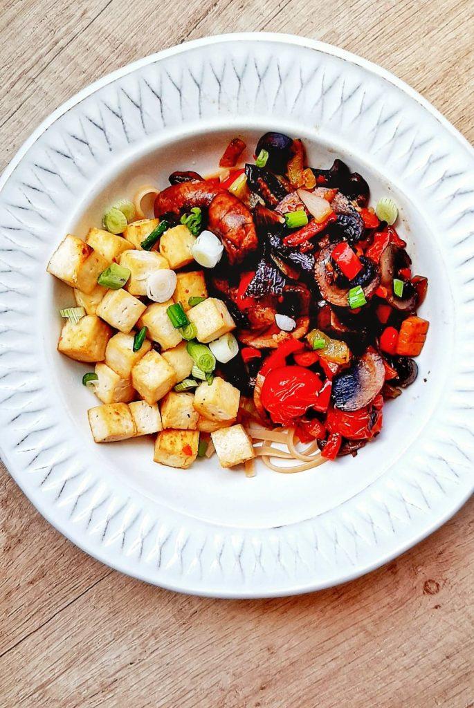 Tofu copt cu paste si legume